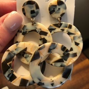 Resin earrings NWOT